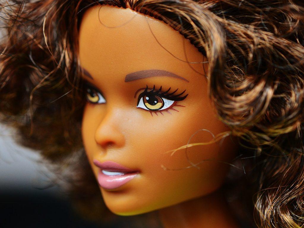 Comment choisir la tête à coiffer jouet idéal pour votre fille ?